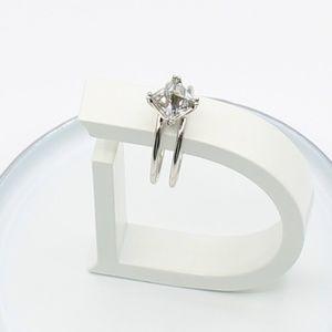 Double wire Swarovski pyramid ring